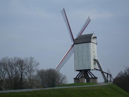 de jolis moulins très bien entretenus..